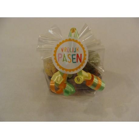 Paasrelatie geschenk met 80 gr UTZ Paaschocolade